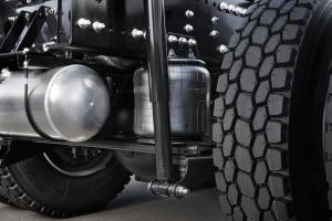 The air bag suspension system reduces the vibration of the loading platform and enhances riding comfort and coupling operability. This helps to improve transportation quality and reduce driver fatigue.